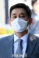 '보석 후 첫 재판' 공판 출석하는 김봉현 전 대표 [TF사진관]