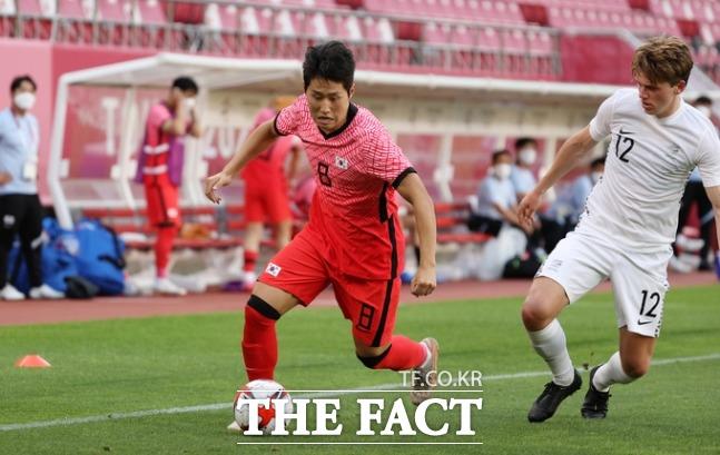 이강인은 25일 저녁 8시 일본 이바라키현 가시마 스타디움에서 열린 2020도쿄올림픽 축구대회 조별리그 B조 2차전 루마니아와의 경기에서 멀티골을 기록했다. /가시마=뉴시스