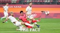 한국, 자책골로 루마니아에 1:0 리드