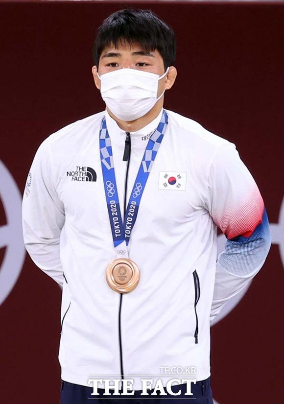 안창림이 시상식에서 동메달을 목에 걸고 있다. / 도쿄=뉴시스