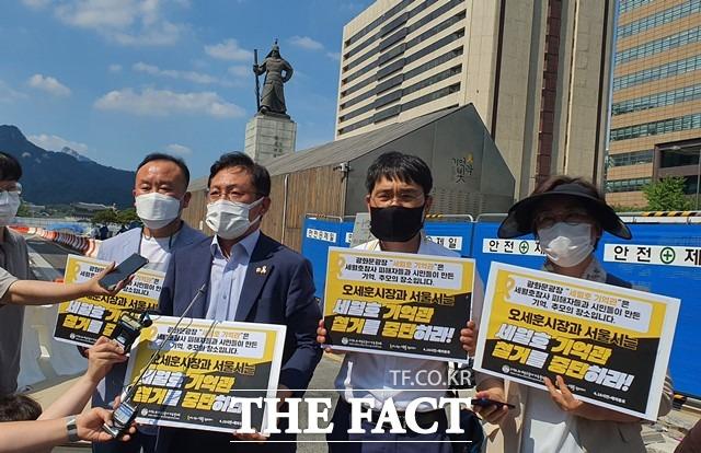 배진교 정의당 원내대표가 26일 서울 광화문광장 내 세월호 기억공간을 찾아 세월호 유가족들을 만났다. /정용석 기자