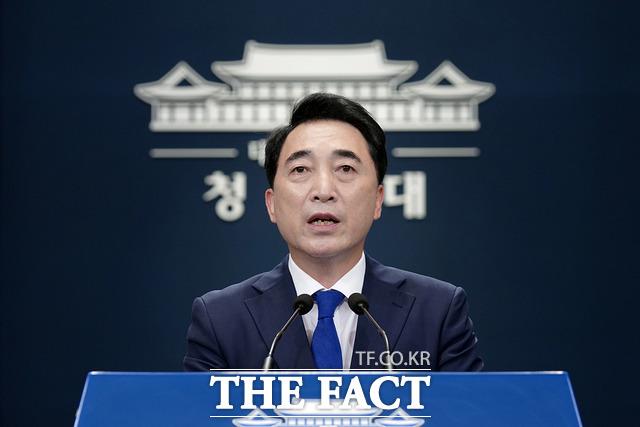박수현 청와대 국민소통수석은 27일 오전 10시를 기해 그간 단절됐던 남북 간 통신 연락선을 복원하기로 했다고 밝혔다. /청와대 제공