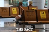'쉼터' 대신 '공항'으로 몰린 어르신들 [TF사진관]