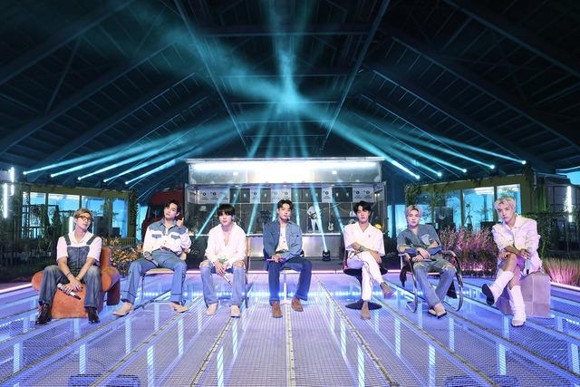 방탄소년단이 27일 영국 BBC 1 라이브 라운지에 처음 출연해 매혹적인 퍼포먼스를 펼쳤다. /빅히트 뮤직 제공