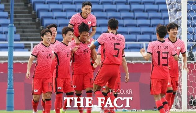 한국 올림픽 축구 대표팀이 28일 일본 요코하마 인터내셔널 스타디움에서 열린 2020 도쿄올림픽 남자축구 조별리그 B조 최종 3차전에서 온두라스를 상대로 6-0 완승을 거두며 8강 진출에 성공했다. /요코하마=뉴시스