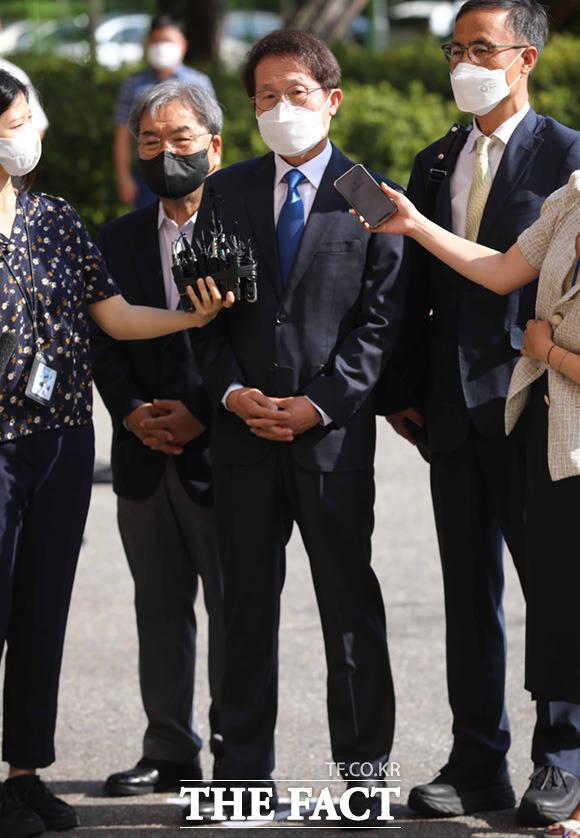 해직교사 특혜 채용 혐의를 받는 조희연 서울시교육감이 27일 오전 고위공직자범죄수사처(공수처)에 출석하고 있다. /임세준 기자