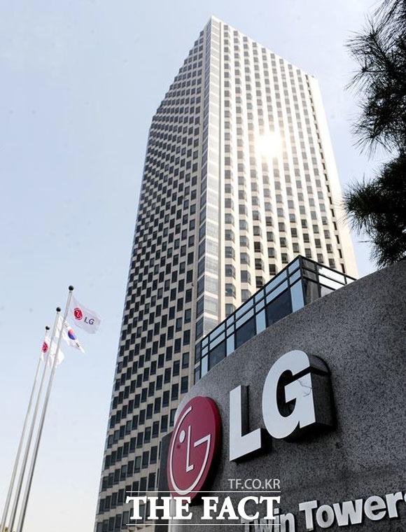 LG전자가 모바일 사업 철수에 따라 상반기 1조 원이 넘는 손실이 발생했다고 밝혔다. /더팩트 DB