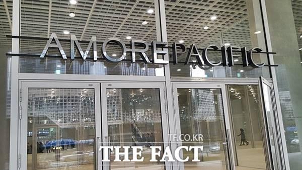 아모레퍼시픽그룹은 지난 28일 2분기 매출 1조3034억 원, 영업이익 1046억 원의 실적을 발표했다. 매출과 영업이익은 각각 전년 동기 대비 10.4%, 188.5% 증가했다. /더팩트 DB
