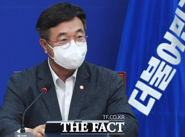 민주당 지도부는 조국 전 법무부 장관을 다시 언급했다. 지난달 30일 최고위원회의에서 발언하는 윤호중 원내대표. /이선화 기자