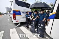 경찰 차벽으로 봉쇄된 건강보험공단[포토]