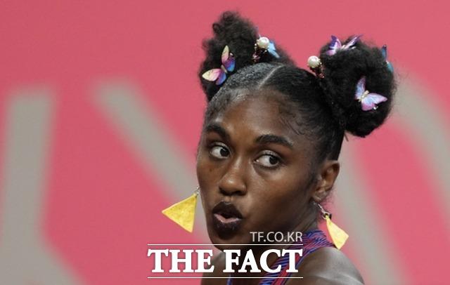 크리스티나 클레먼스(미국)가 1일 도쿄에서 열린 2020년 하계 올림픽 여자 100m 허들 준결승전에 출전할 준비를 하고 있다. /도쿄=AP.뉴시스