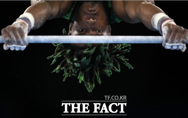 나이지리아의 우체 에케가 7월 24일, 2020년 하계 올림픽 남자 체조 예선전 봉 경기를 하고 있다. /도쿄=AP.뉴시스