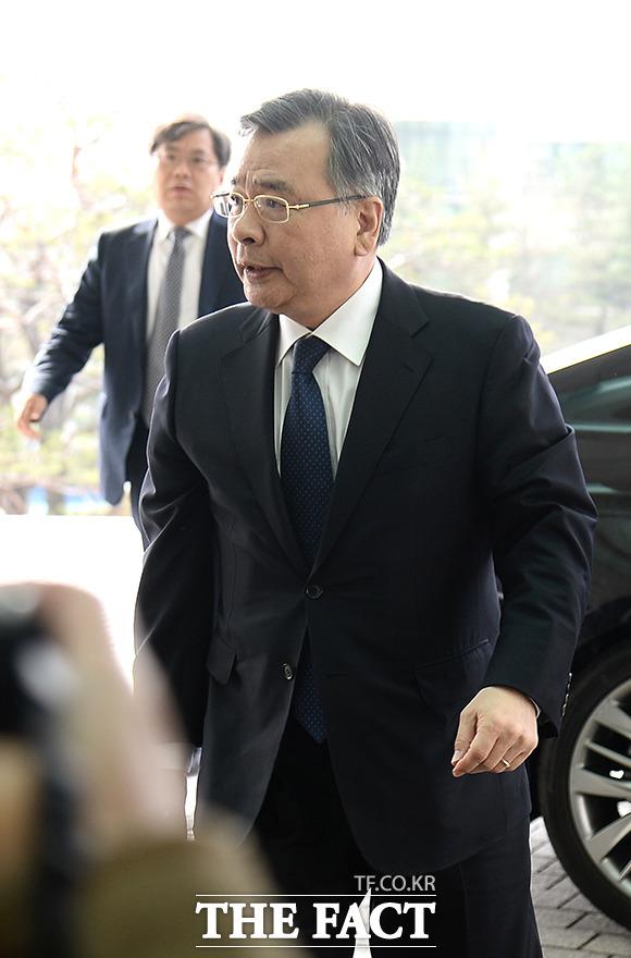 가짜수산업자 로비 사건을 수사 중인 경찰이 박영수 전 특검(사진)의 소환 일정을 조율 중이라고 밝혔다./더팩트DB