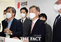 '출마선언 앞둔' 최재형, 국회 앞 '열린캠프' 본격 오픈 [TF사진관]