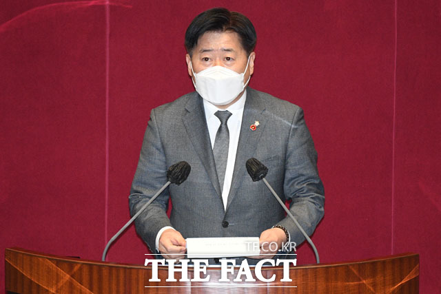 이 지사 측은 이 전 대표 측 오영훈 더불어민주당 의원이 공직선거법과 민주당 윤리규범을 위반했다고 비판했다. 지난 2월 26일 국회 본회의에서 발언하는 오 의원. /남윤호 기자