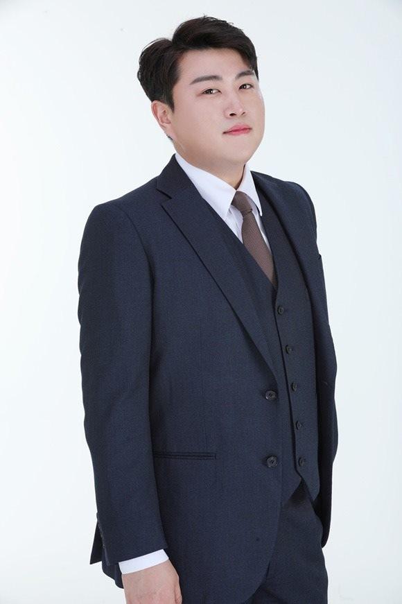 가수 김호중이 대체복무 중에도 꾸준히 선행을 실천하며 나누는 삶을 이어가고 있다. /생각을보여주는엔터테인먼트 제공