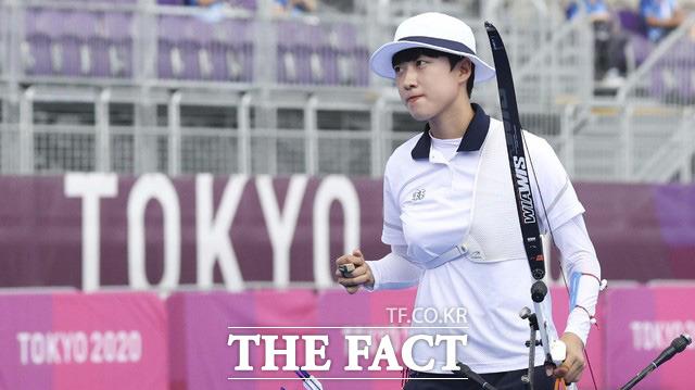대한양궁협회 관계자는 3일 <더팩트>와의 통화에서 안산 선수와 관련해 협회로 온 전화의 대부분은 그를 보호해달라는 내용이었다며 안 선수의 메달과 국가대표 자격 박탈을 요구한 사람은 단 한 명도 없었다고 밝혔다. 사진은 2020도쿄올림픽에서 사상 첫 3관왕에 오른 안산./도쿄=뉴시스