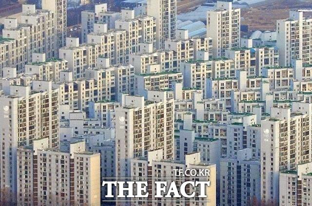 지난해 전국 평균 땅값(개별 공시지가·1㎡ 기준)은 전년(49만 원)보다 6.9% 상승한 52만4000원으로 집계됐다. /더팩트 DB