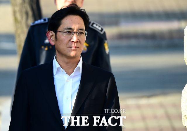 이재용 삼성전자 부회장이 지난 1월 국정농단 사건 파기환송심에서 2년6개월의 실형을 선고받고 재수감된지 7개월여 만에 가석방으로 풀려난다. /더팩트 DB