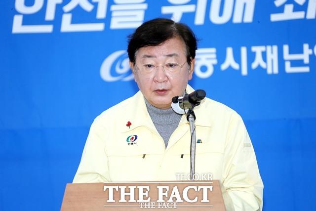권영세 안동시장이 예천 가족모임발 추가 확진자 브리핑을 하고있다./안동시 제공