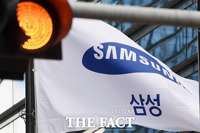 총수 부재 위기 속에 삼성전자의 신규 투자 등이 지지부진 하는 사이 글로벌 반도체, 스마트폰 시장에서 경쟁하는 기업들은 앞다퉈 대규모 투자에 나서며 공세를 펴고 있다. /남용희 기자