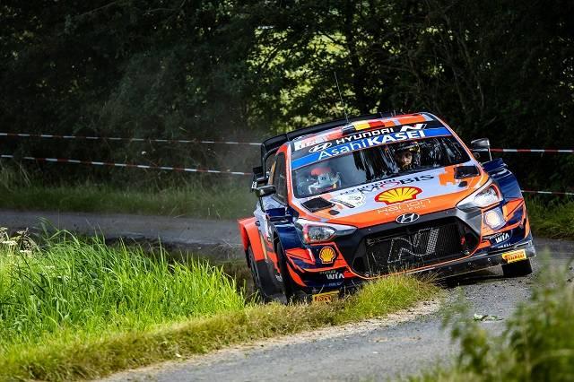 현대차가 지난 13일부터 15일까지 벨기에 서부 이프르에서 열린 2021 월드랠리챔피언십(WRC) 시즌 여덟 번째 대회인 벨기에 랠리에서 우승과 준우승을 동시에 차지했다. 2021 월드랠리챔피언십 8차 대회 벨기에 랠리에서 현대차 i20 Coupe WRC 랠리카가 주행하고 있는 모습. /현대차 제공