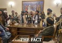 아프칸 대통령궁 장악한 탈레반...'전쟁 승리 선언' [TF사진관]
