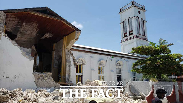 붕괴된 성당.