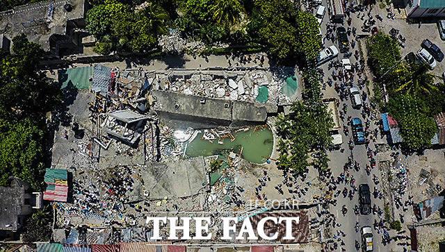 지진으로 인해 처참하게 무너진 호텔과