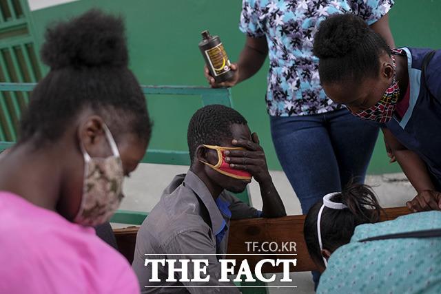 조브넬 모이즈 대통령 암살로 인한 정치적 혼돈과 코로나19의 대유행, 빈곤 악화 등 악재에 더해 강진으로 고통 받는 아이티.