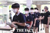'2학기 개학' 코로나 4단계 속 등교하는 고등학생들 [TF사진관]