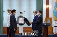 홍범도 장군, 78년 만에 귀환...'대한민국 최고 훈장 추서' [TF사진관]