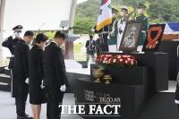 '78년 만에 고국서 영면' 홍범도 장군…문 대통령