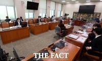 與, 야당의 반발에도 '언론중재법' 강행 의지…비교섭에 '김의겸' 선임 [TF사진관]