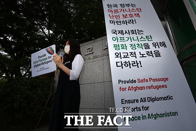 106개 한국 시민단체가 참여한 이번 기자회견에서 김진 사단법인 두루 변호사가 발언하고 있다.