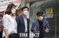 '코로나가 휩쓴 홍대 거리'…어두운 표정의 유승민 [TF사진관]