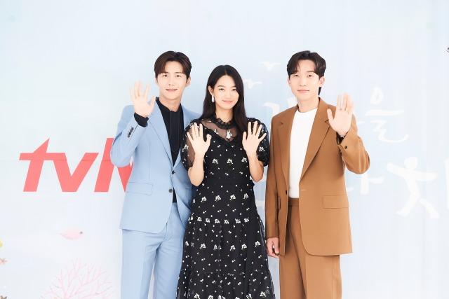 배우 김선호 신민아 이상이(왼쪽부터 차례대로) tvN 새 드라마 갯마을 차차차의 관전포인트를 꼽았다. /tvN 제공