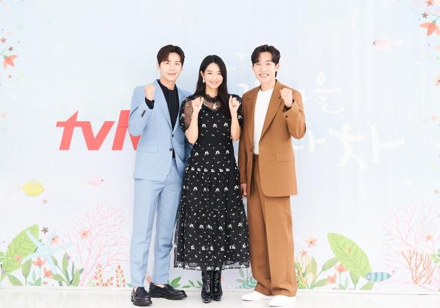 배우 김선호 신민아 이상이(왼쪽부터 차례대로) tvN 새 드라마 갯마을 차차차 제작발표회에 참석했다. /tvN 제공