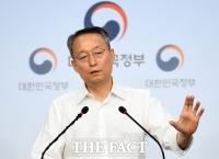 서두르는 검찰, 신중한 법원…'월성원전' 백운규 첫 재판