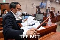 잠시 멈춘 국회 법사위…'언론중재법 논의는 아직' [TF사진관]