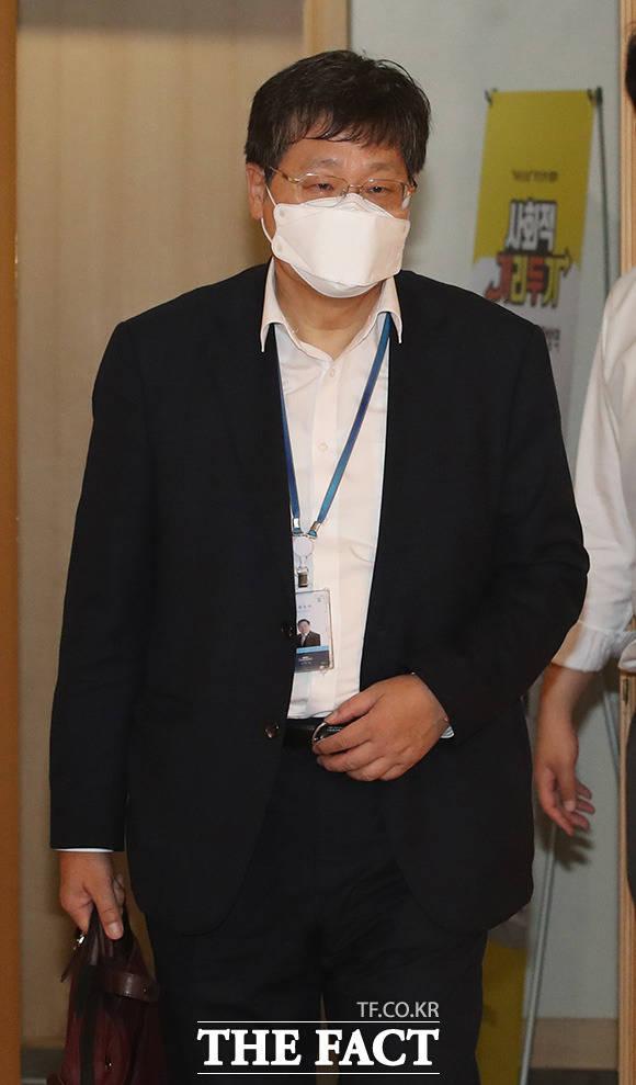 회의 참석하는 안일환 청와대 경제수석.