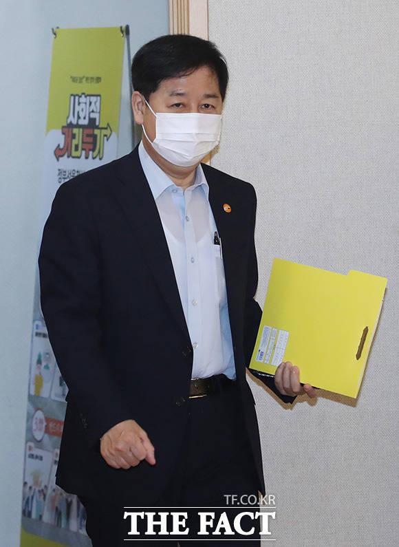 구윤철 국무조정실장이 회의에 참석하고 있다.