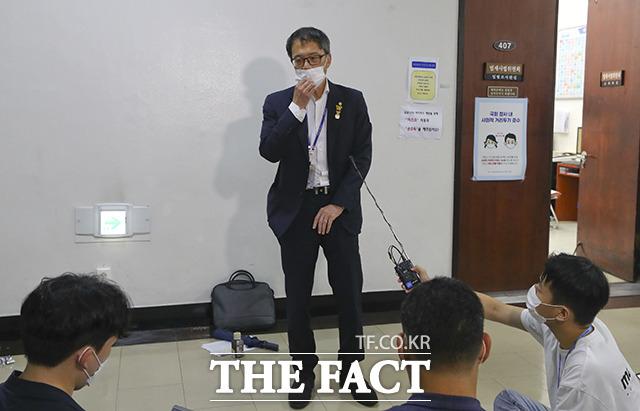 산회 직후 회의장 앞에서 취재진과 만난 박주민 위원장 직무대리.