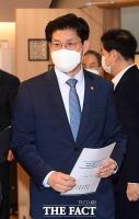 부동산시장 장관 회의 참석하는 노형욱 국토교통부 장관 [포토]