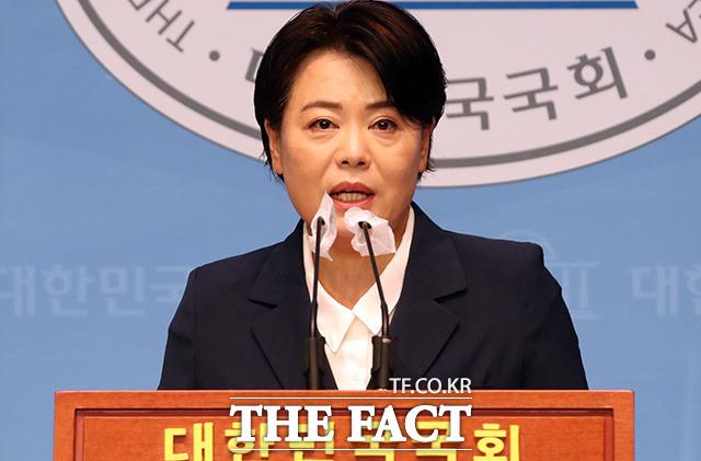 국민의힘 윤희숙 의원이 25일 서울 여의도 국회 소통관에서 기자회견을 하고 있는 모습. /더팩트 DB