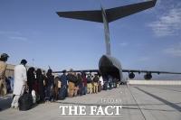 탈레반 피해 각국으로 탈출하는 아프간 현지인들 [TF사진관]