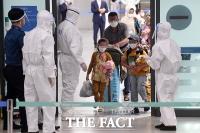 '미라클 입국' 무사히 한국땅 밟은 아프간 조력자와 가족들 [TF사진관]