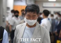 '웅동학원 채용비리 혐의' 조국 전 장관 동생 항소심 출석 [TF사진관]
