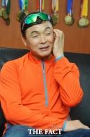[강일홍의 클로즈업] 이봉주의 '꺾인 허리', 다시 펼 수 없나