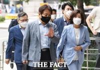 '패스트트랙 충돌' 공판 출석하는 전현직 국회의원들 [TF사진관]
